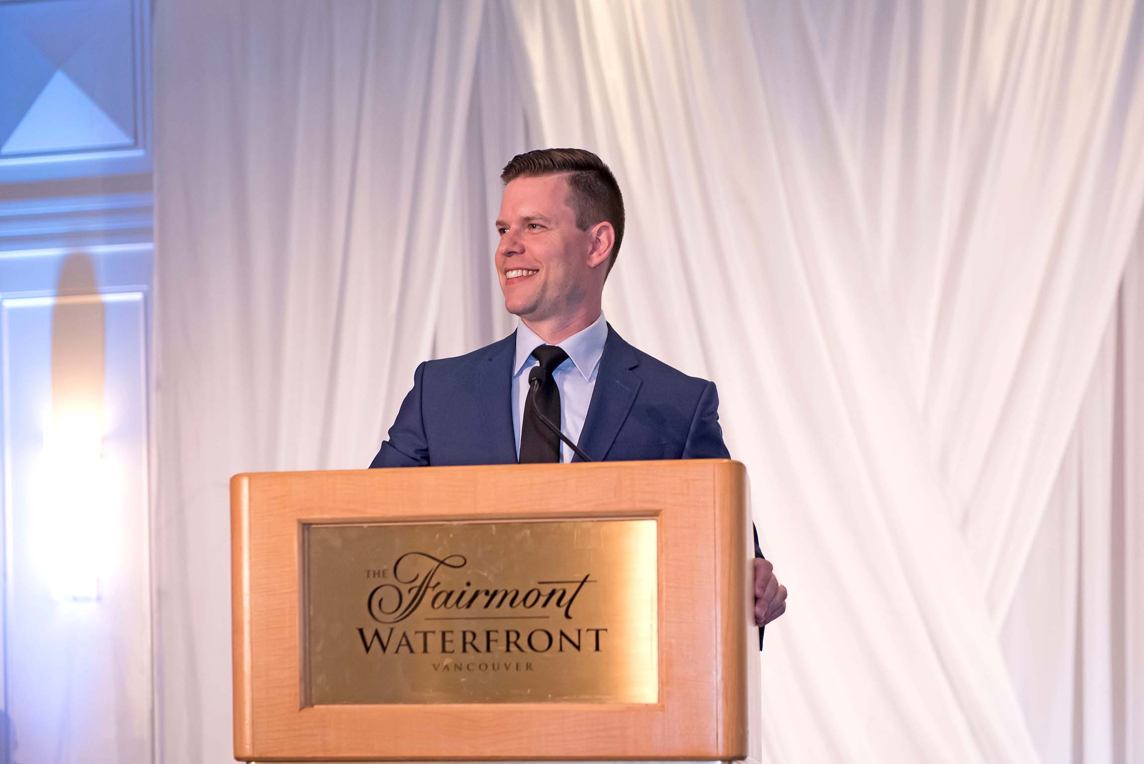 Fred Unleeshed covers 18th annual Dining for Dreams